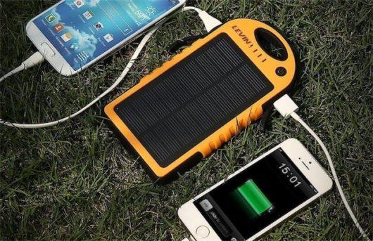 chargeur solaire definition